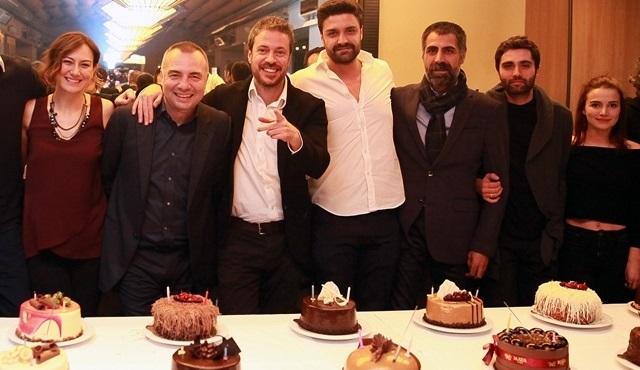 Eşkıya Dünyaya Hükümdar Olmaz ekibi başarısını kutladı!