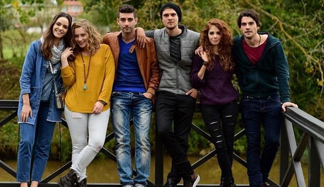 Arkadaşlar İyidir | Eren and Gizem keep their relationship a secret