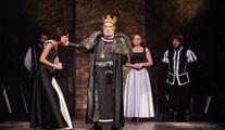 """Kral Lear: """"En çok hanginiz seviyor bizi?"""""""