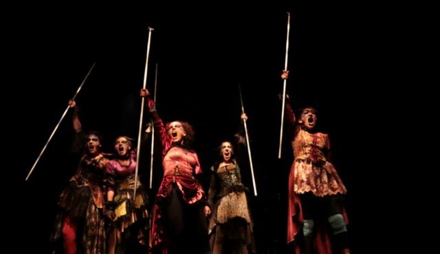 Lysistrata: Savaşma, seviş!