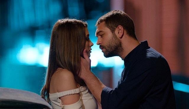 """""""Aşk, sevdiğin yüreğe hep teğet geçmek mi?"""""""