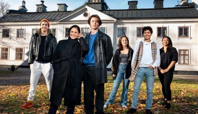 Netflix'in İsveç yapımı yeni gençlik dizisi Young Royals 1 Temmuz'da başlıyor!