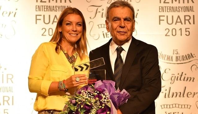 Sinema Burada Festivali'nden Özge Özberk'e ödül!
