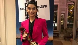 Hazar Ergüçlü, Kar filmiyle En İyi Kadın Oyuncu ödülüne layık görüldü!