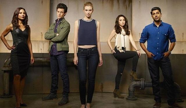 Stitchers, üçüncü sezon onayını aldı