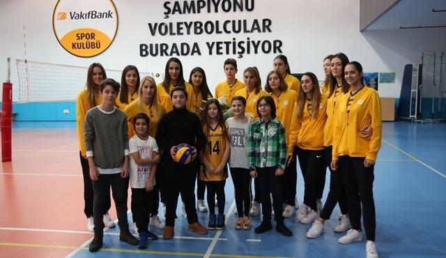Can Dostlar film ekibi, Vakıfbank Kadın Voleybol takımını tebrik etti!