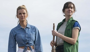 GLOW, Netflix'ten 4. ve final sezonu için onay aldı