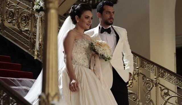 Ezgi Mola ve Murat Yıldırım, Kocan Kadar Konuş Diriliş için Bursa'da!