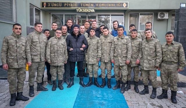 Söz dizisinin oyuncuları Hakkari Dağlıca'da Mehmetçik'i ziyaret etti!