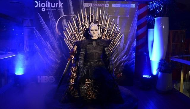 Game of Thrones'un final sezonunun ilk bölümü yüzlerce kişiyle birlikte izlendi!