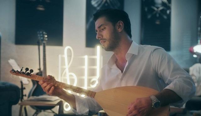 Aras Aydın, İkimizin Sırrı dizisi için şarkı seslendirdi!
