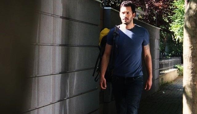 Kiralık Aşk 50.yeni bölüm fragmanı: Defne deli divane, her yerde Ömer'i arıyor!