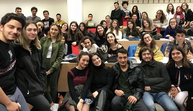 Pınar Deniz, söyleşi için öğrencilerle bir araya geldi!