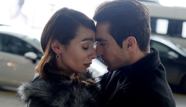 Sosyal medyada Siyah Beyaz Aşk'ın çok konuşulan çifti Ferhat ve Aslı fırtınası esiyor!