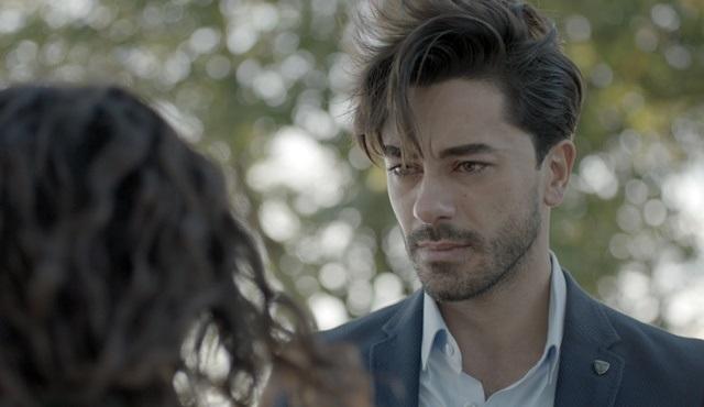 Seviyor Sevmiyor | Yiğit realizes he can't stay away from Deniz