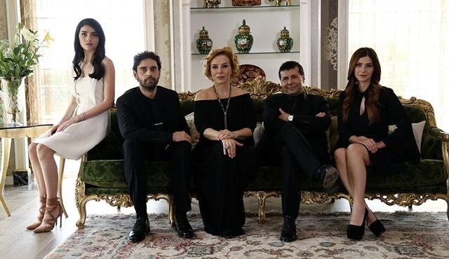Yüksek Sosyete | Cansu and Kerem's paths cross
