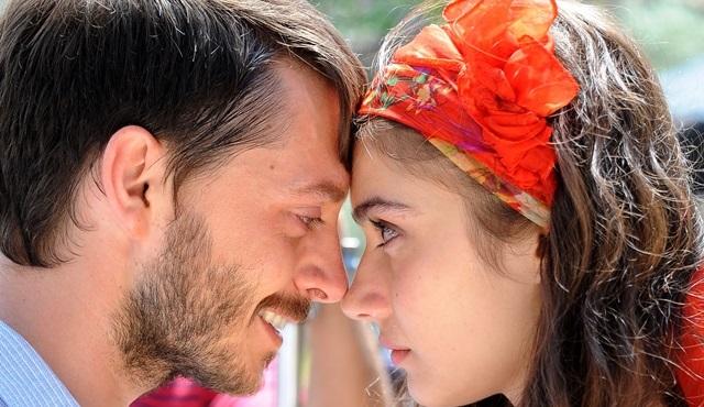 Türkan Şoray bu kez 'aşkı' yönetmen kimliğiyle yorumladı!