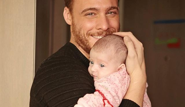 Kerem'in bebek sevgisi: Ercin Mira kucağından inmiyor!