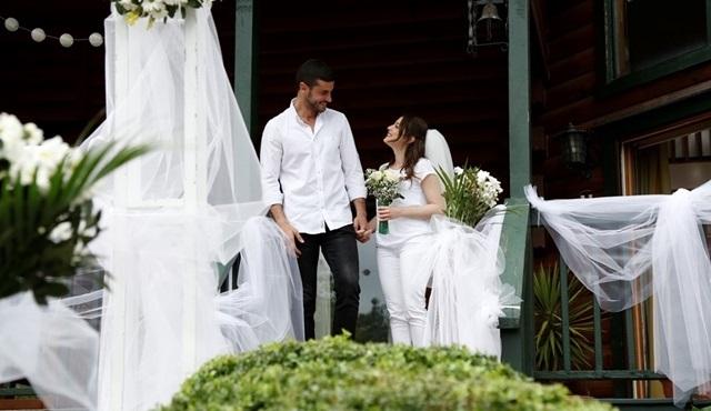Berk Oktay müjdeyi verdi: İlişki Durumu Evli geliyor!