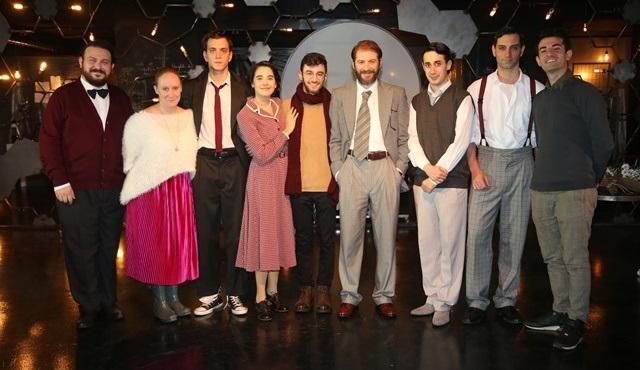 Craft Tiyatro'nun yeni oyunu Fotoğraf 51'in prömiyerinde ünlü isimler bir araya geldi!