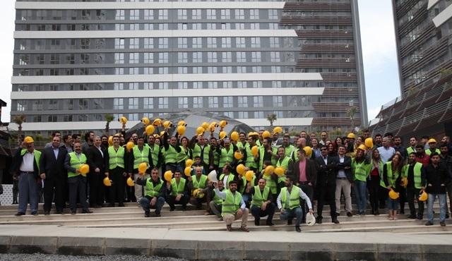 Eşkıya Dünyaya Hükümdar Olmaz ekibi 1 Mayıs'ı emekçilerle kutladı!