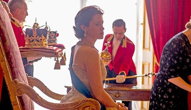 Netflix'in yeni dizisi The Crown'ın resmi posteri ve yeni fragmanı geldi