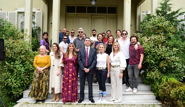 İstanbullu Gelin kapılarını Türkiye Alzheimer Derneği için açtı!