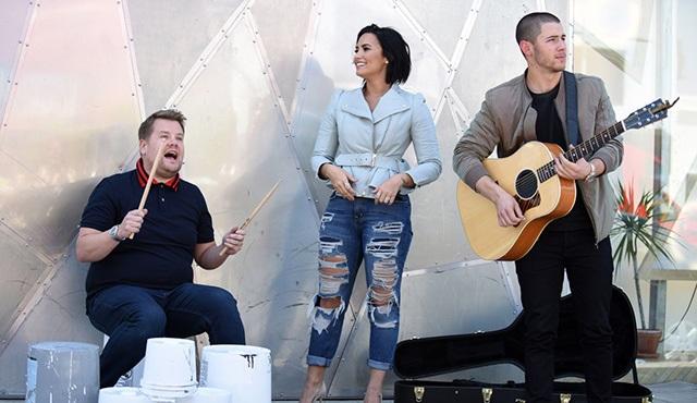 Demi Lovato ve Nick Jonas, Carpool Karaoke'ye konuk oldu