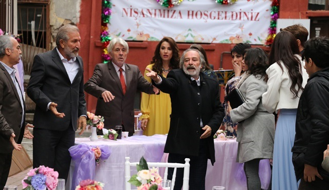 Kertenkele | Hicabi and Meryem's party has an uninvited guest