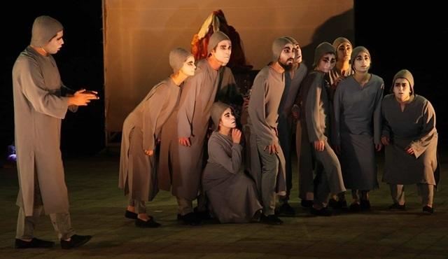 """Boğaziçi'nde Performansın ilk konuğu """"Kuşlar Meclisi"""" oyunuyla Sahnesizler Grubu!"""