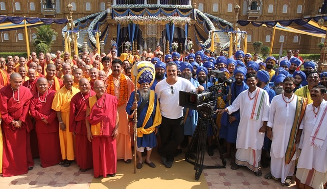 İlk Türk Bollywood filmi 'Bir Baba Hindu'nun kadrosu açıklandı!