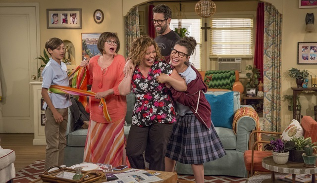 One Day at a Time ve Dirty Money 26 Ocak'ta Netflix Türkiye'de!