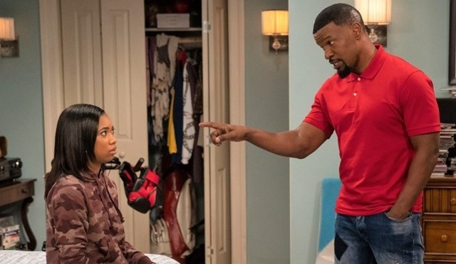 Netflix'in yeni komedisi Dad Stop Embarrassing Me 14 Nisan'da başlıyor