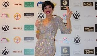 Aydilge, Çatı Katı Aşk ile 'Yılın En İyi Dizi Müziği' ödülünü aldı!
