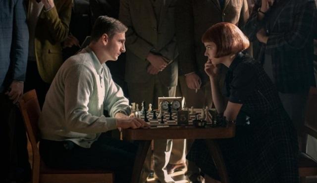 Netflix'in yeni mini dizisi The Queen's Gambit, 23 Ekim'de başlıyor