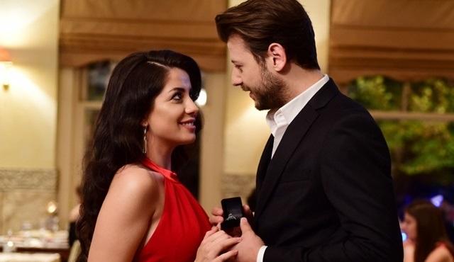 Kanatsız Kuşlar dizisinde romantik evlenme teklifi!