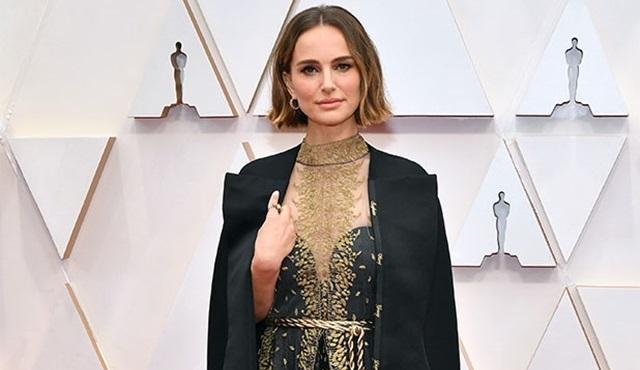 Natalie Portman, kostümüyle göz ardı edilen kadın yönetmenlere dikkat çekti