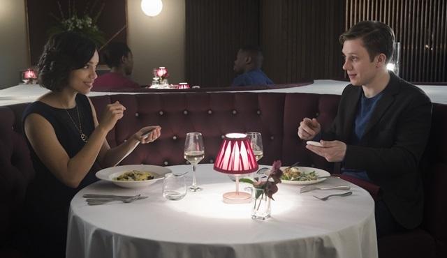 Black Mirror'ın dördüncü sezon bölümlerinden Hang The DJ'in kamera arkası görüntüleri yayınlandı!
