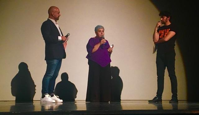 """Serra Yılmaz, MIX Milano Festivali'nde """"Komedi Kraliçesi"""" ödülüne layık görüldü!"""