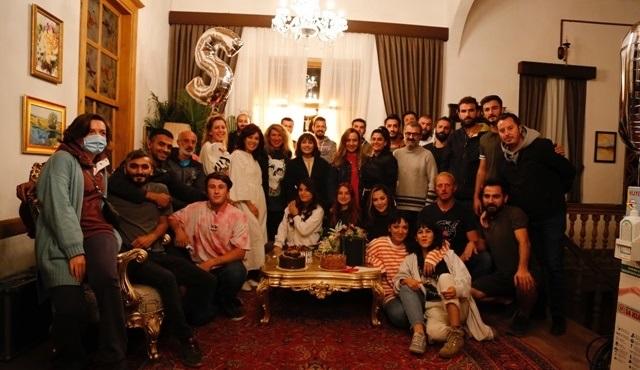 Elkızı dizisinin setinde Sevda Erginci'ye sürpriz doğum günü kutlaması!