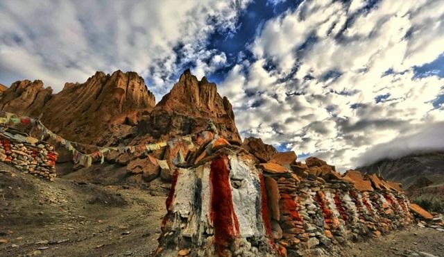 Dünyanın en yüksek dağlarının sakladığı gizemler Himalaya Mezarları ile National Geographic'te!