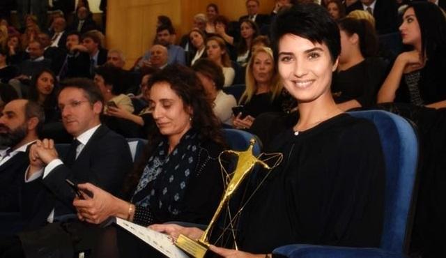 Tuba Büyüküstün'e Vatikan'dan ödül!