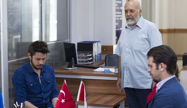 Baba Candır: The cold war between Emrecan and Rüzgar continues