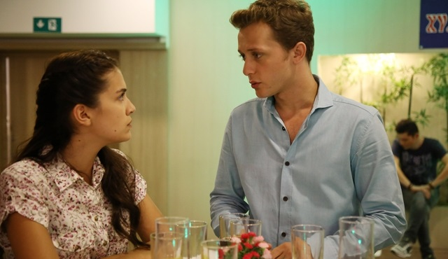 This week on Kırgın Çiçekler: Toprak tries to make up with Feride.