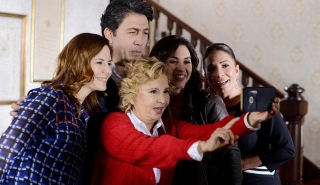 Pazar Gezmesi, Güneşin Kızları setinde Emre Kınay'a konuk oluyor!