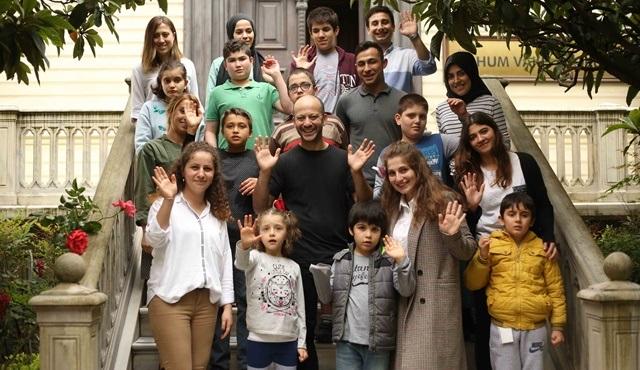 Rıza Kocaoğlu, Tohum Otizm Vakfı'nın okulunda öğrencilerle bir araya geldi!