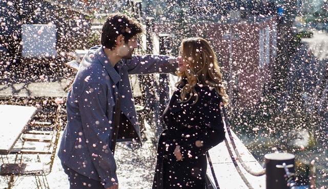 Menajerimi Ara dizisinin setinde romantik anlar!