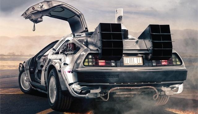 Geleceğe Dönüş'ün meşhur arabası DeLorean'ı görmek ister misin?