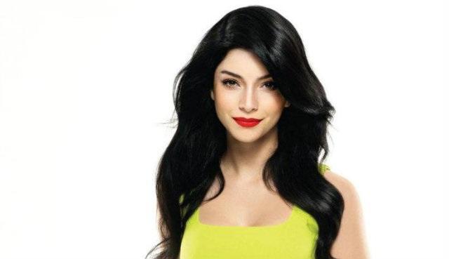 Merve Boluğur: Tatlı bir genç kızdan çekici bir kadına dönüşüm