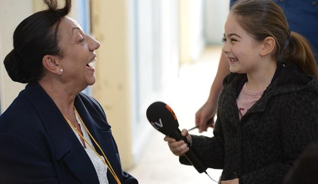 Eve Dönüş dizisinin minik oyuncusu Leyla Kırşan, Dizi TV için muhabir oldu!